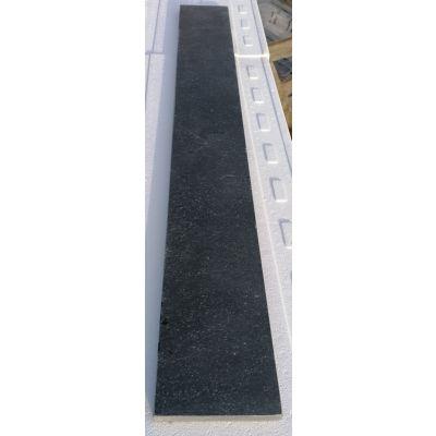 Tegentrede in Vietnamese hardsteen 120 x 15 x 2 cm
